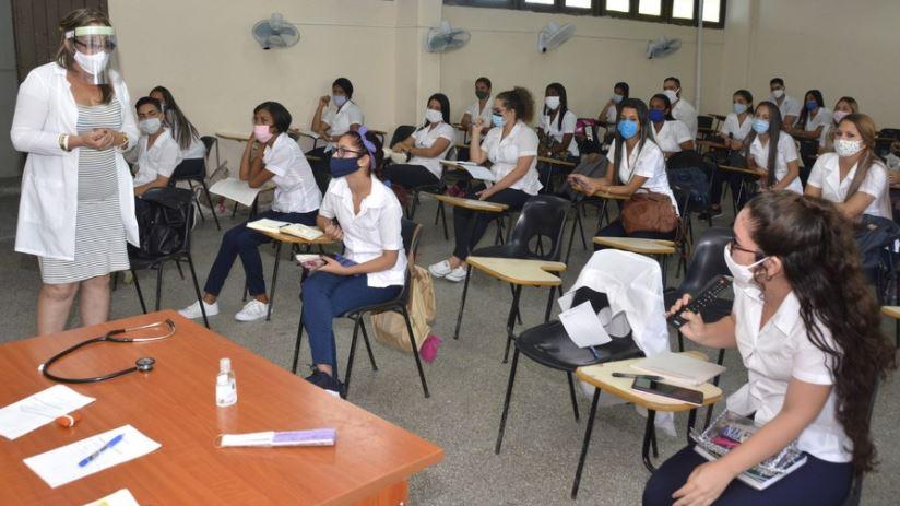 Klassenzimmer einer medizinischen Oberschule in Cienfuegos, 1. September 2020.   Bildquelle: https://t1p.de/4413 © Xinhua   Bilder sind in der Regel urheberrechtlich geschützt